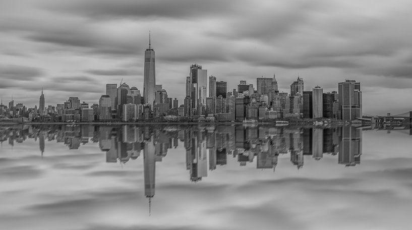Manhattan reflected van Rene Ladenius Digital Art