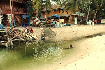 Island life on Koh Rong, Cambodia van Mark Veefkind