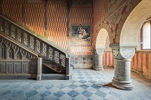 Schlosstreppe mit Gemälden