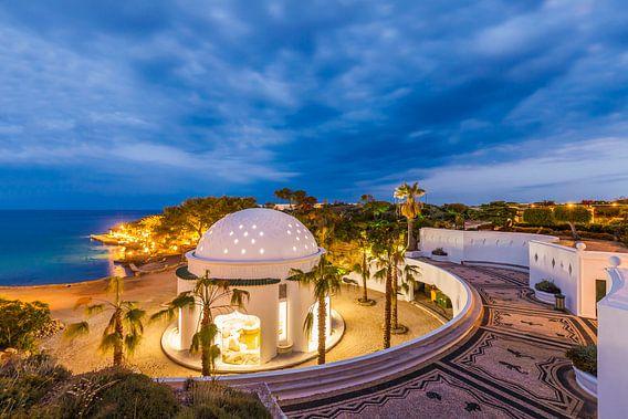 Kalithea thermale baden op het eiland Rhodos 's nachts