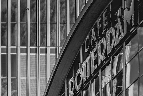 Cafe Rotterdam op Kop van Zuid in Rotterdam sur