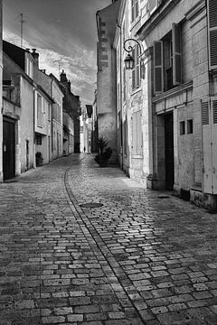 "#24 Orleans, Frankrijk "" bijna lege straat"" von John Driessen"