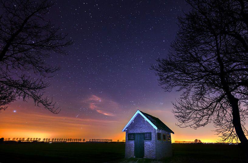 Landschap bij Nacht in de polder onder de Sterren, Dordrecht, Nederland  van Frank Peters