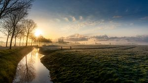 Zonskomst over een typisch Nederlands landschap van Rene Siebring