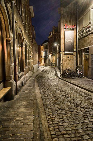 Steegje in Leuven van Mark Bolijn