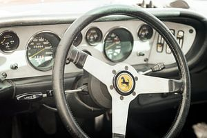 Tableau de bord voiture de sport Ferrari 308 GT4 Dino