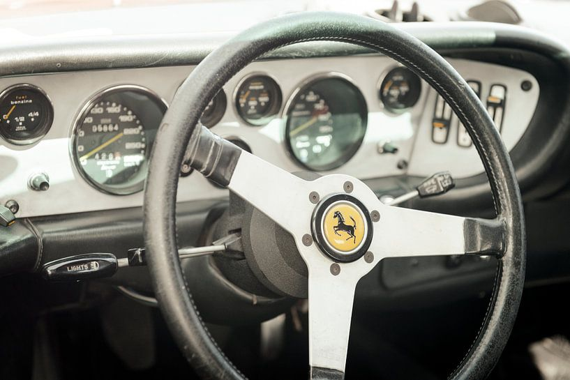 Tableau de bord voiture de sport Ferrari 308 GT4 Dino sur Sjoerd van der Wal