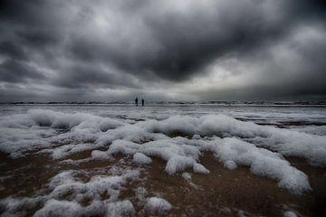 Storm op het strand van Annemiek van Eeden
