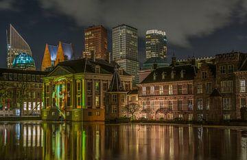 Skyline Den Haag in de avond van Marian Sintemaartensdijk