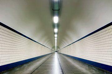 Perspektive im Fußgängertunnel Sint-Anna, Antwerpen von Martijn Mureau