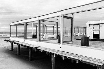 Verlassenes Strandzelt am Meer in Callantsoog von Maja Artwork