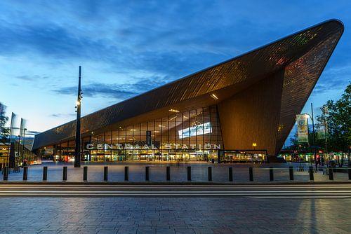 Centraal Station in Rotterdam in de avond