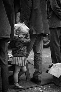 Klein meisje Waterlooplein 60-er jaren Zwart-Wit van