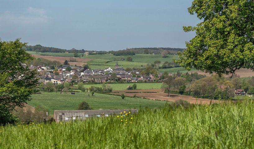 Kerkdorpje Epen in Zuid-Limburg van John Kreukniet