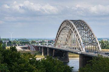 Prachtige Waalbrug bij Nijmegen van Patrick Verhoef