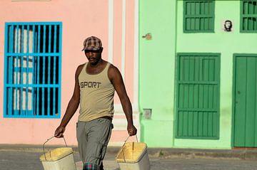 Waterdrager in Havana sur Merijn Koster