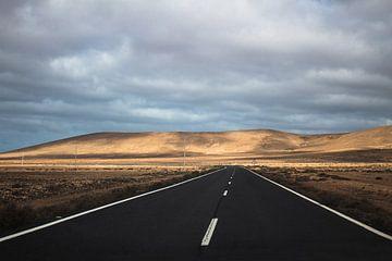 De weg naar nergens, Fuerteventura, Canarische Eilanden van Daan Duvillier