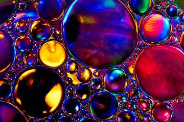 Olie druppels op water von Harry Wedzinga