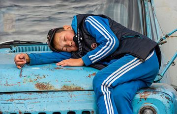 Slapende jongen van Daan Kloeg