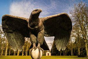 Mausoleum Wilhelm II onder Duitse adelaarsvleugels