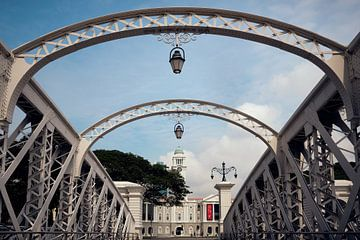 Anderson Bridge en Victoria Theatre in Singapore Kleur van Keith Wilson Photography