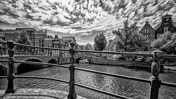 De Reguliersgracht hoek Keizersgracht in Amsterdam. van Don Fonzarelli