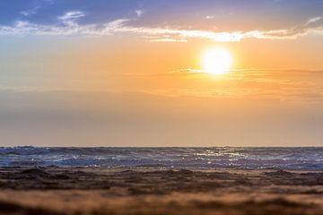 Zonsondergang strand van thomas van der Wijngaard