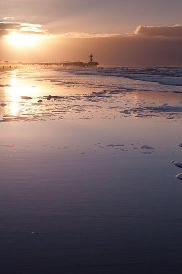 Scheveningen by dawn - 4 van Damien Franscoise