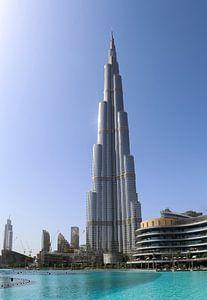 Ein sonniger Tag in Dubai am Burj Khalifa