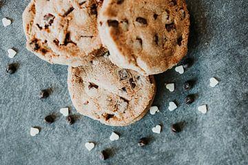 Chocolate chip koekjes close-up van Trix Leeflang