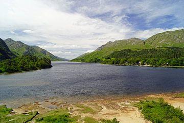 Blick über Loch Shiel in Schottland. von Babetts Bildergalerie