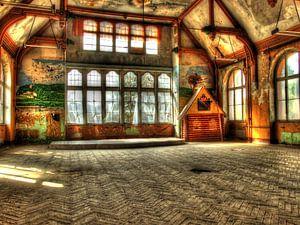 Spielzimmer in einem alten, verlassenen Gebäude
