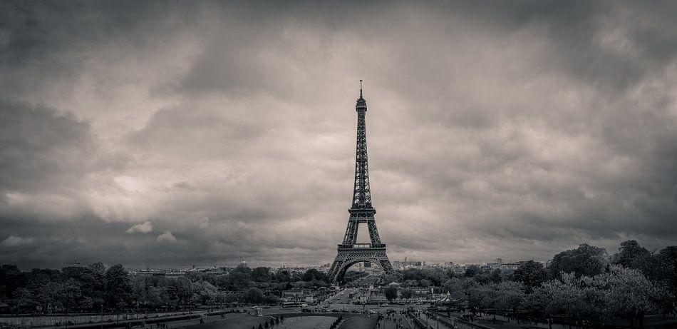 De Eiffeltoren in Parijs - zwartwit