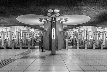 De stationshal van treinstation Rotterdam Blaak in Rotterdam van
