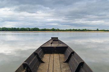 Bateau sur la rivière sur