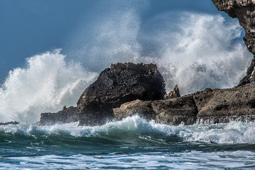 Onstuimige oceaangolven bij La Pared op Fuerteventura van Harrie Muis