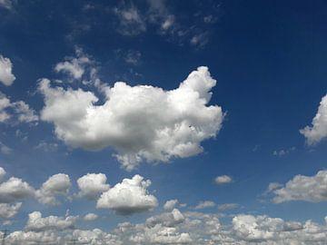 Wolken van Davinia Aalloo