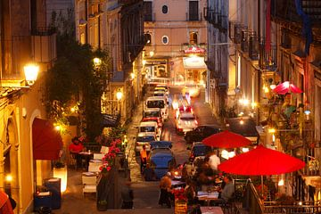 Altstadtgasse Via Alessi mit alten Hausfassaden bei abendd�mmerung, Blick von Oben, Altstadt, Catani von Torsten Krüger