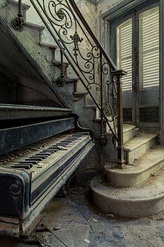 Piano à l'entrée sur
