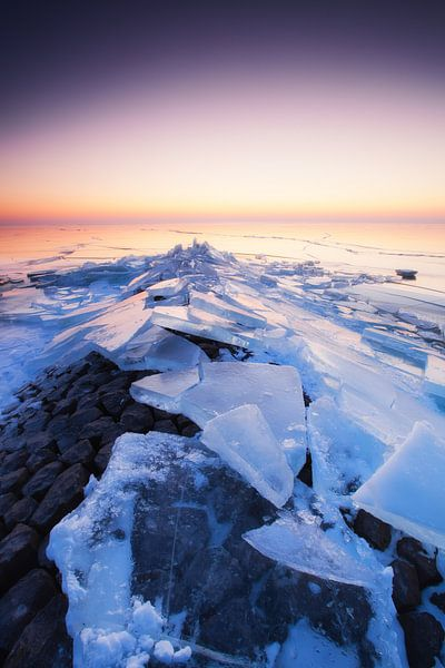 Kruiend ijs van Aland De Wit