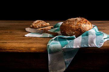 Stilleven met brood en geruite doek van Beeldpracht by Maaike