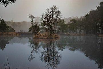 Meer in de mist van Jacqueline De Rooij Fotografie