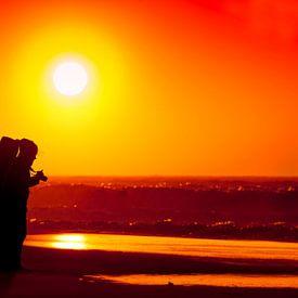 Stormachtige zonsondergang op  Scheveningen strand van Rob Kints