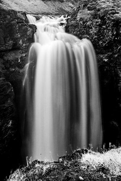 Waterval langs de Laugavegur onderweg naar Thorsmork van Gerry van Roosmalen