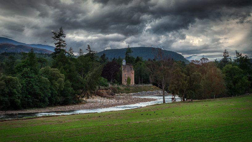 Abergeldie Castle At the river Dee van Mart Houtman