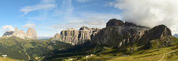 Panorama eines Bergmassivs in den Dolomiten von Renzo de Jonge
