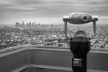 Uitzicht op downtown Los Angeles vanaf Griffith Observatory van Patrick van Os