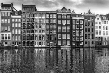 Oude pakhuizen in Amsterdam  van Cees Stalenberg