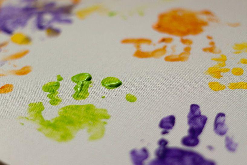 Baby hands and paint van Marco de Groot