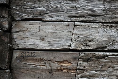 Old Wood Bryggen VII van Cor Ritmeester
